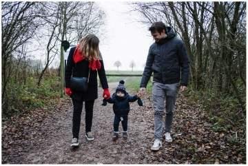 photographe de famille en séance au marais de Fretin